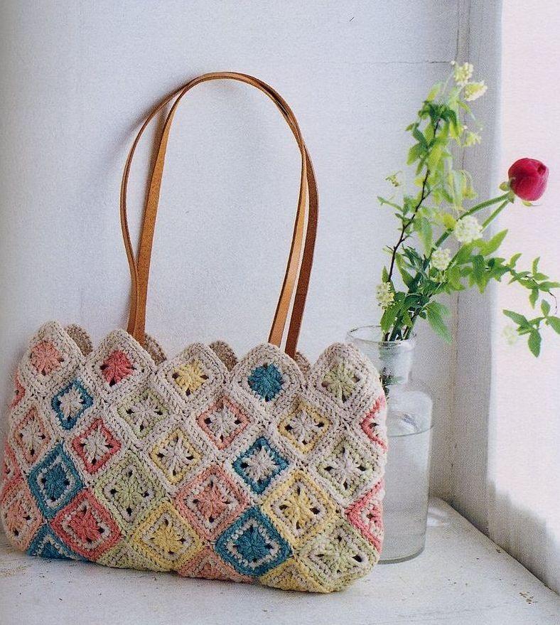 сумка вязаная крючком.  Нарядная сумочка связана из отдельных разноцветных.