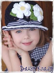 связать зимнюю шапочку для девочки крючком.