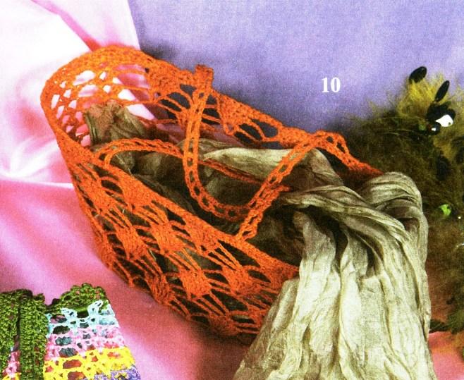 Две модели очаровательных сумочек, связанных. крючком. из журнала...