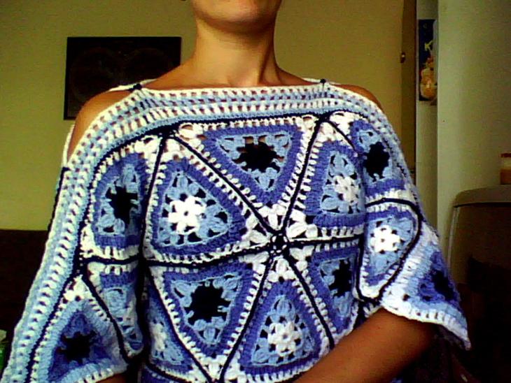 Для вязания этого потрясающего пуловера из мотивов Вам потребуется.