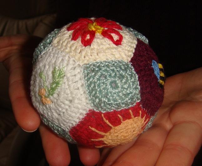 вязаный мячик крючком