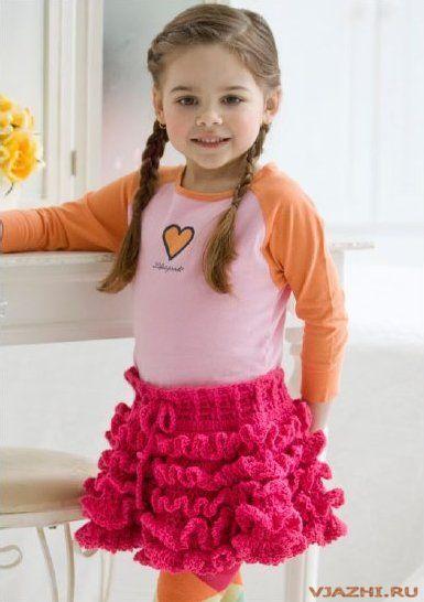 Вязаная крючком юбка для девочки. для девочки.  Вязаная юбочка с рюшами.