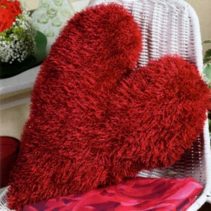 вязаная подушка сердце