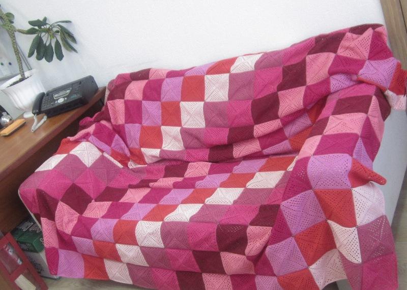 Вязание крючком покрывала на диван большими квадратами Уют
