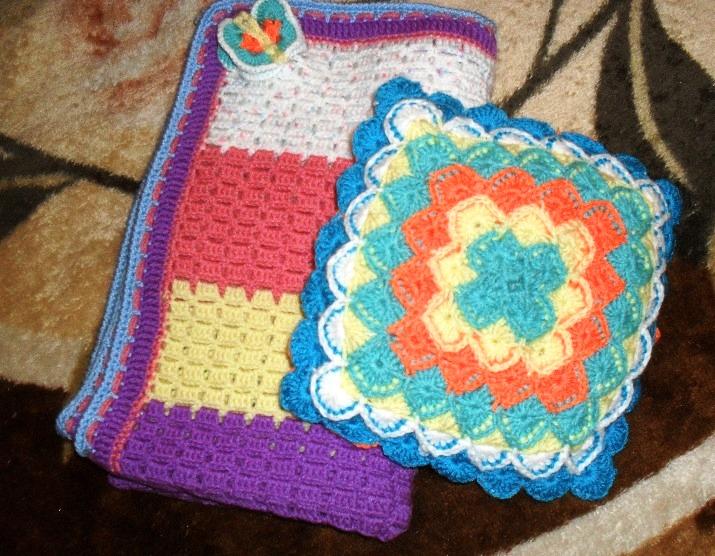 изучили, как проект подарок для мамы подушка вязаная синий цвет сочетается