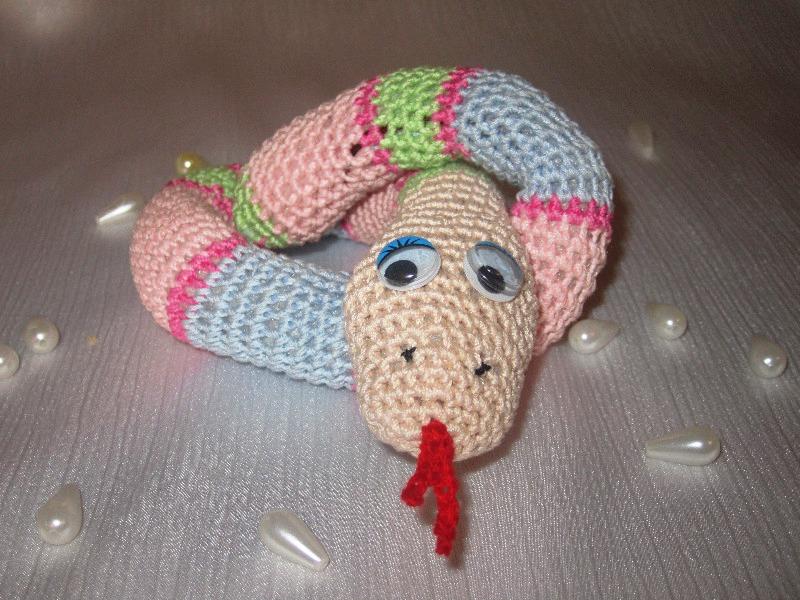 вязаная змейка крючком