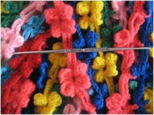 вязаный шарф из цветочков