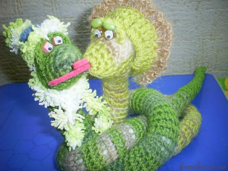 вязаные змейки - игрушки