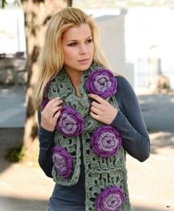 вязаный шарф с цветами крючком