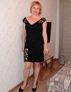 вязаное платье с кружевными вставками