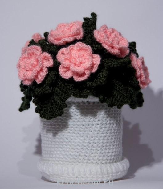 вязаные цветы в горшке