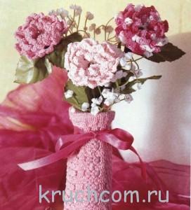 вязаные цветы в вазе