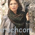 Вязаный шарф из квадратных мотивов