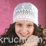 Белая шапочка для девочки на лето