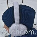 Вязаная шапочка бини и наушники