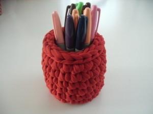 вязаная карандашница