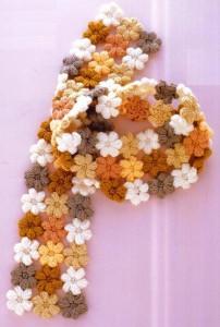 вязаный шарфик из цветов