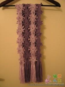 вязаный шарф с цветами