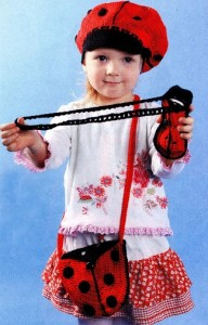 шапочка и сумочка крючком для девочки