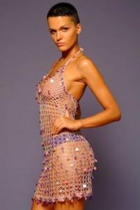 слава в вязаном платье