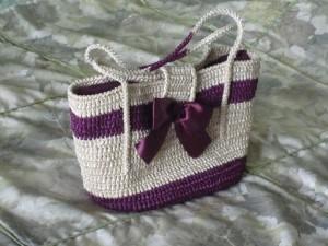 вяжем сумочку из атласных лент