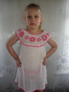 вязаный сарафан для девочки крючком